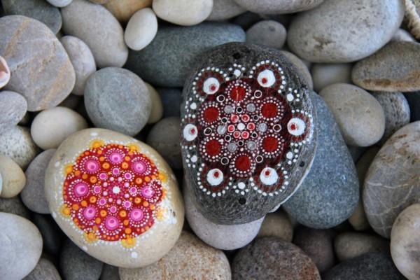 C mo hacer mandalas bonitos en piedras mandalas stone for Donde conseguir piedras para pintar